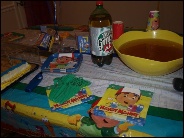 Handy manny party ideas rebecca autry creations for Handy manny decorations